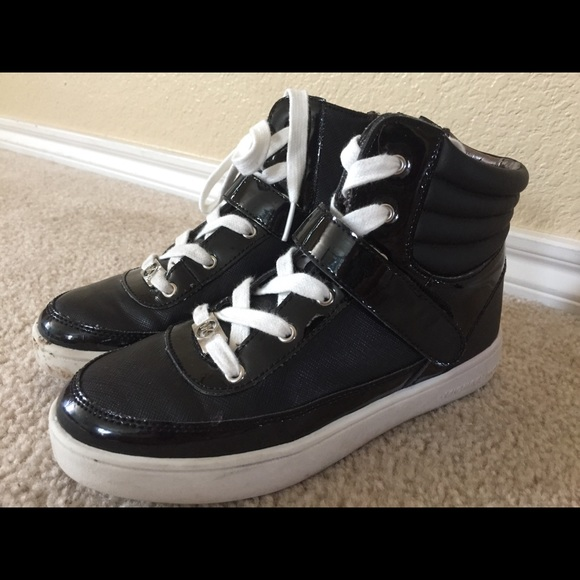 f28ee11ea84 Michael Kors Shoes Sz 2 ~ONE ZIPPER DOES NOT WORK~.  M 5a935d2936b9def9e17393f0